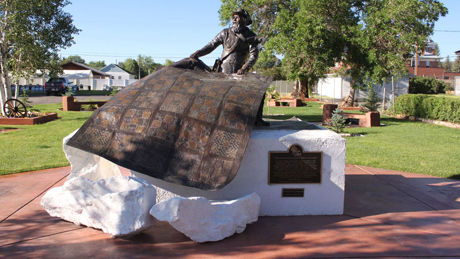 Quilt Walk Memorial Statue