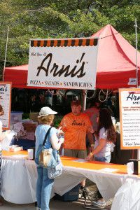 Grab a slice of pizza from Arni's!