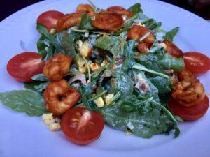 Salad, shrimp and tomatoes