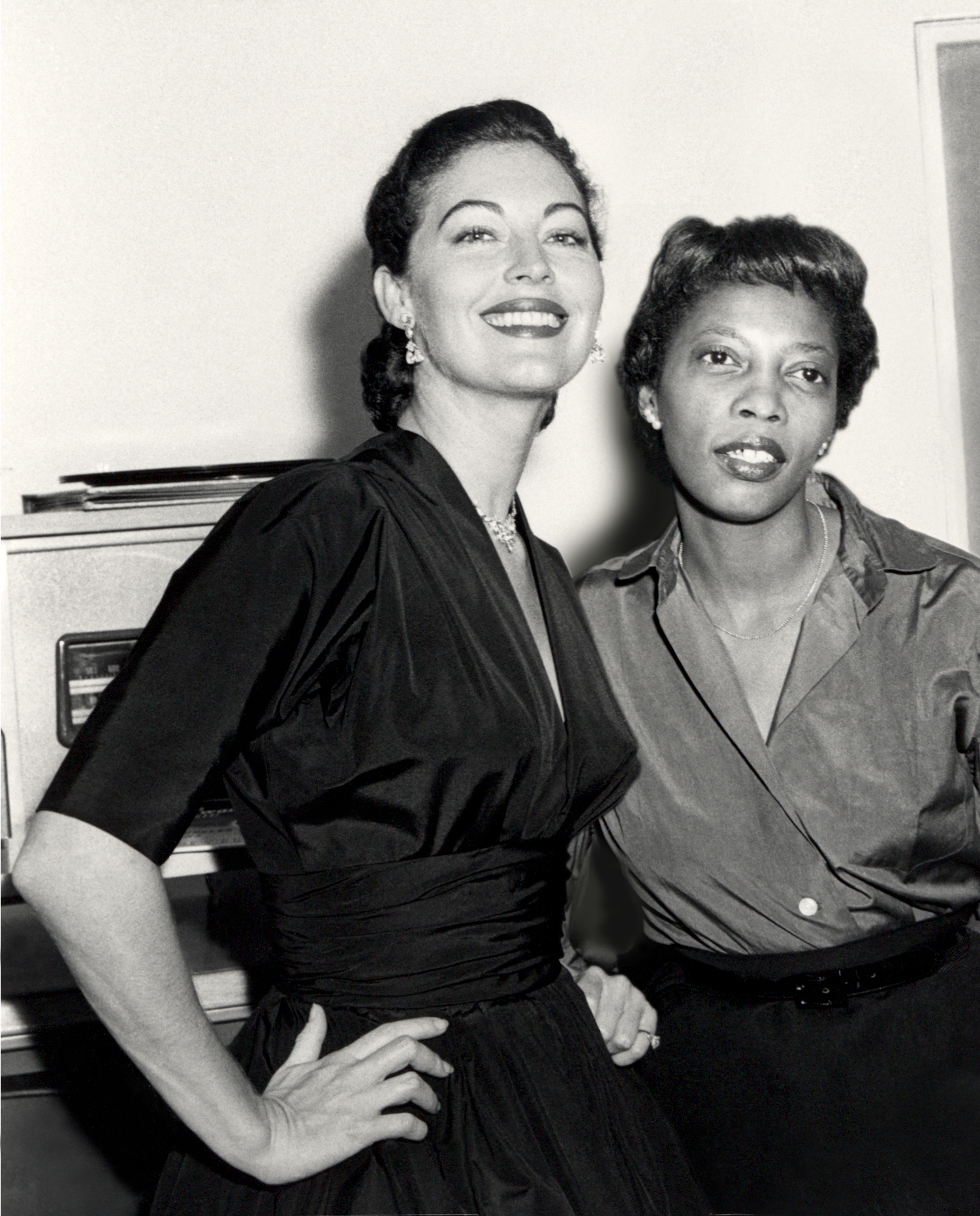 Ava-and-Rene-1954-retouch-cleaned