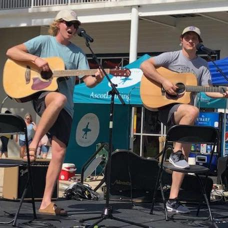 Live Music: The Funky Lampshades