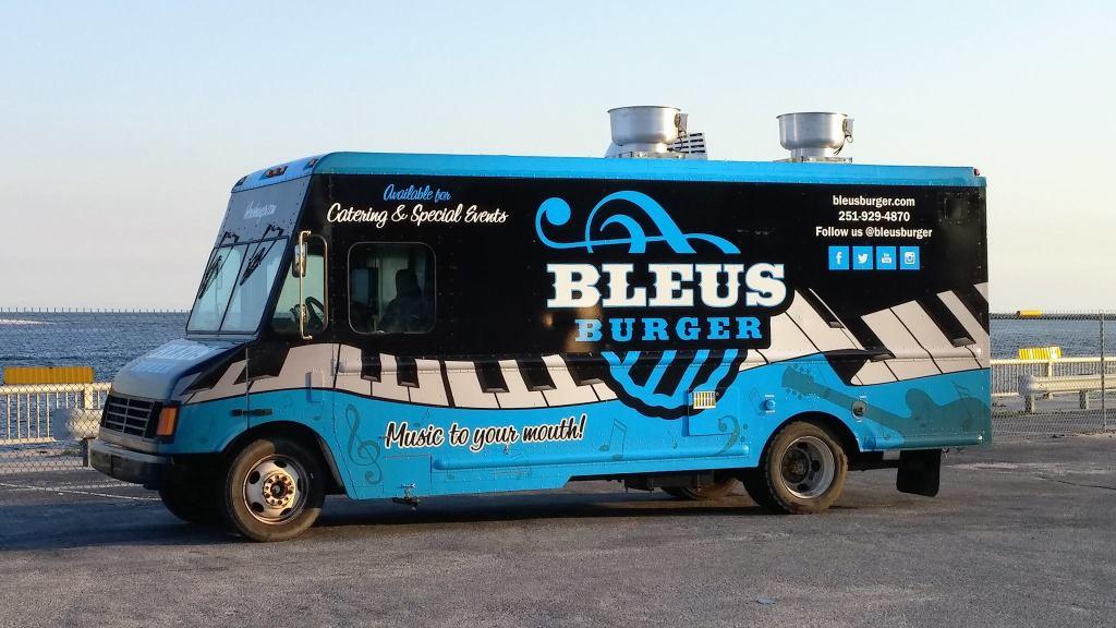 Bleus Burger Food Truck at Big Beach