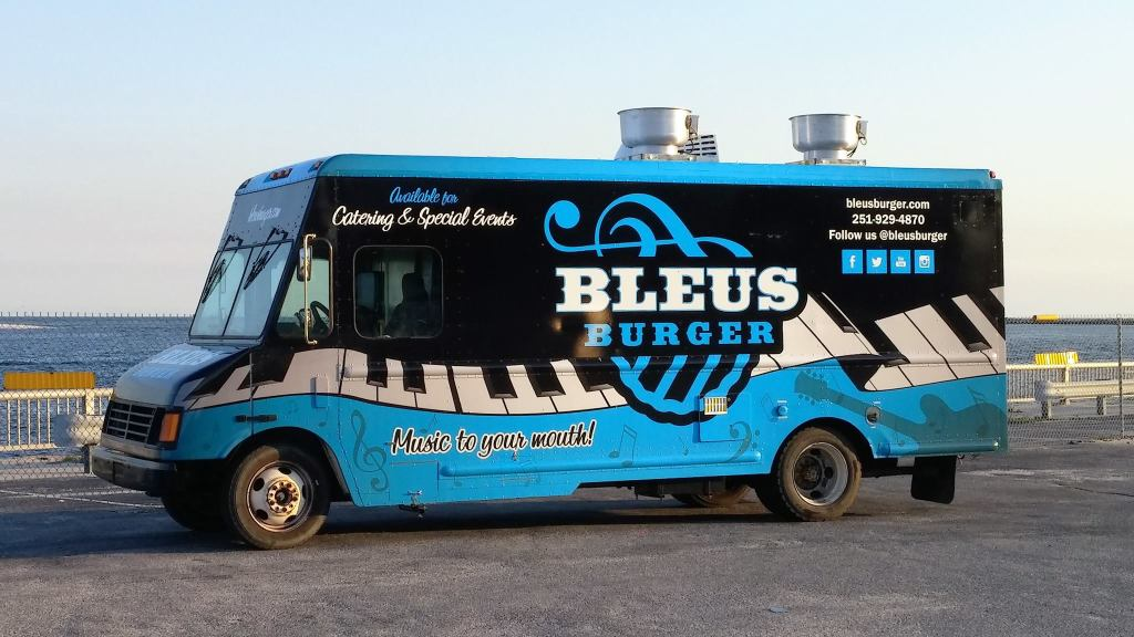 Bleus Burger Food Truck at Big Beach