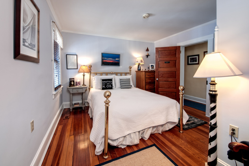 The Annapolis Room - queen size bed with private bathroom across the hall