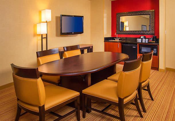 Executive King Suite Dinning