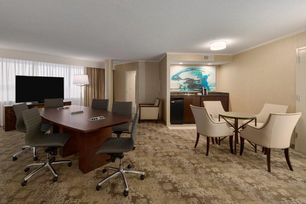 Embassy Suites BWI Suite