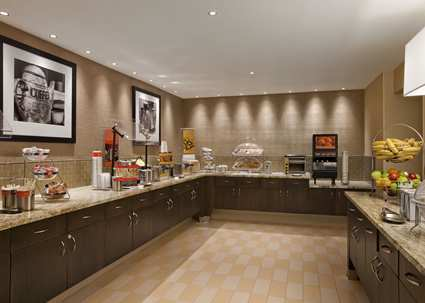 Hampton Inn and Suites Annapolis Breakfast area