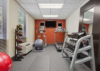 Hampton Inn and Suites Annapolis Gym