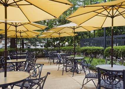 Hampton Inn and Suites Annapolis Patio