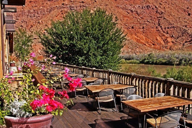 Red Cliffs Lodge & Castle Creek Winery