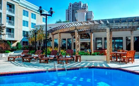 Hotel near Perimeter Mall Swimming Pool