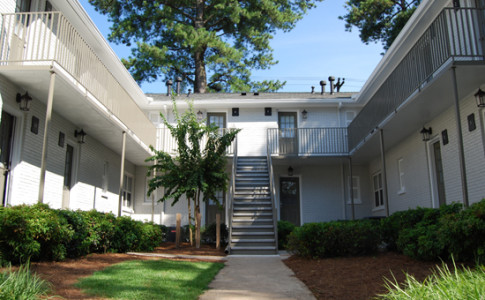 Brookwood-Courtyard-Condos-Courtyard-View-by-BCA-Residential-Furnished-Apartments.JPG