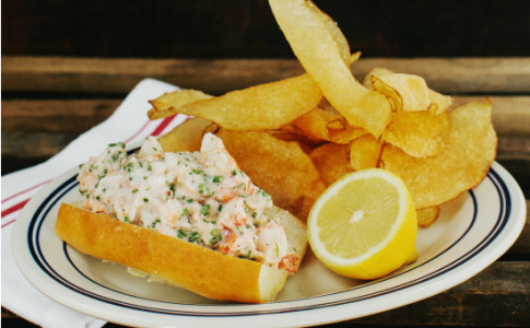 maine lobster roll, chips only at oyster bar-resized