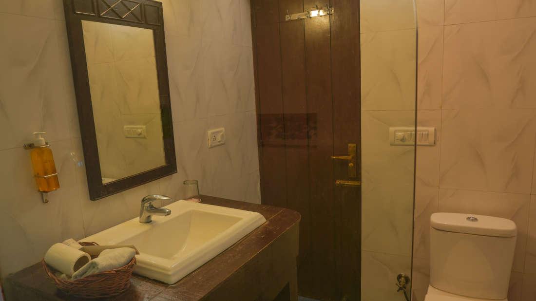 107 Amazon Bathroom 2