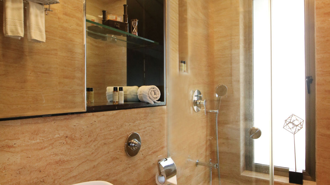 12 Bathroom 3, Serviced Apartments in Khar, Rooms in Khar, Hotels in Khar