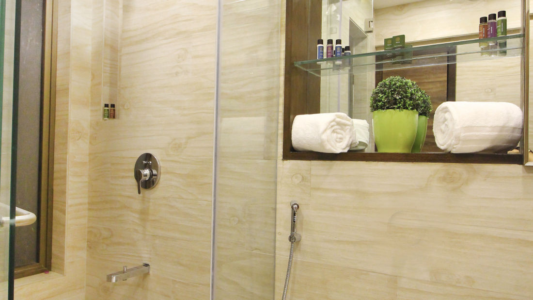 Bathroom 1, Serviced Apartments in Khar, Rooms in Khar, Hotels in Khar