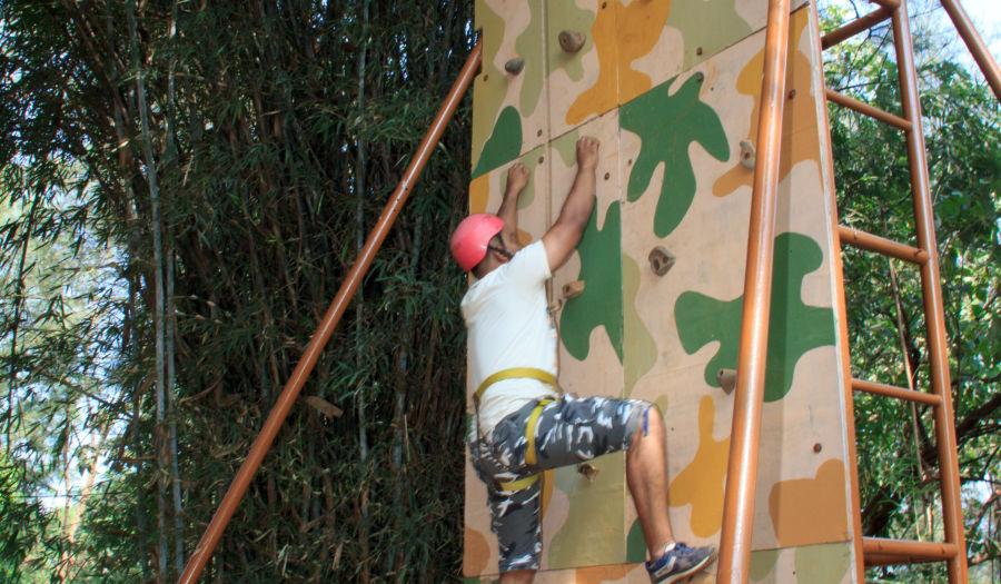 alt-text Artificial Wall Climbing - Durshet