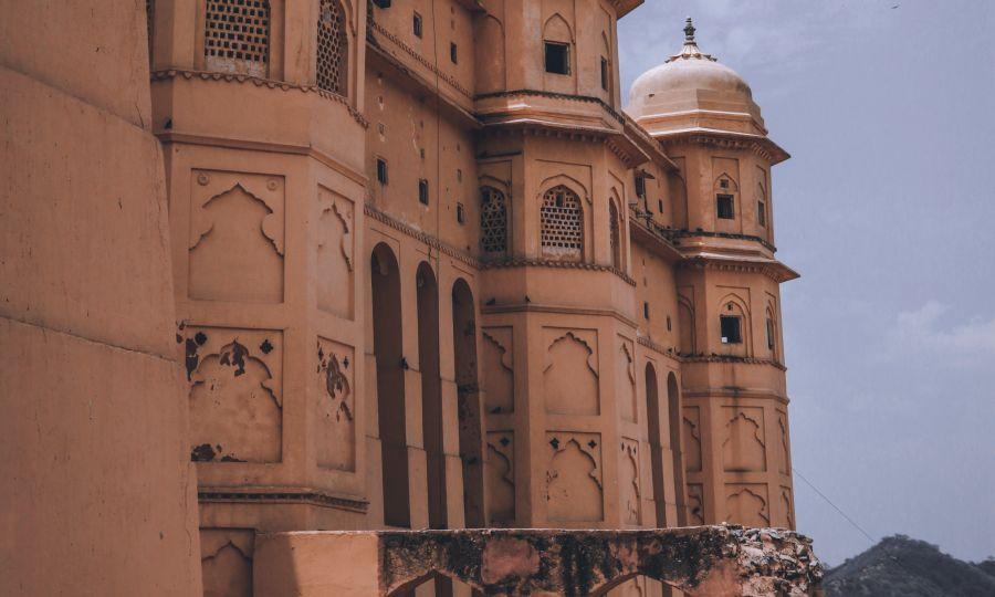 alt-text beige-concrete-dome-building-2613015