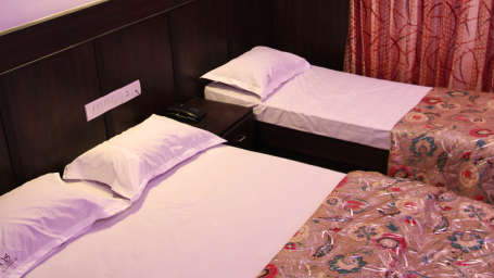 The Signature Inn Hotel, Bangalore Bangalore Deluxe Triple Non Ac Room 2 The Signature Inn Hotel Bangalore