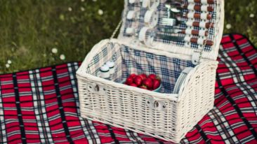 white-wicker-basket-1591172