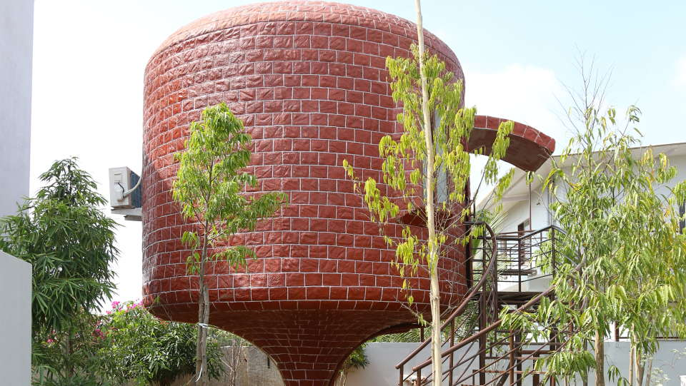 Shaking Dome House 1