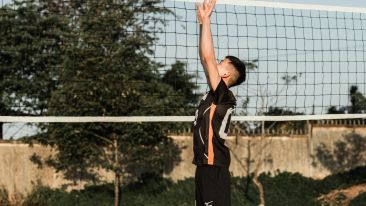 photo-of-man-playing-volleyball-3541771