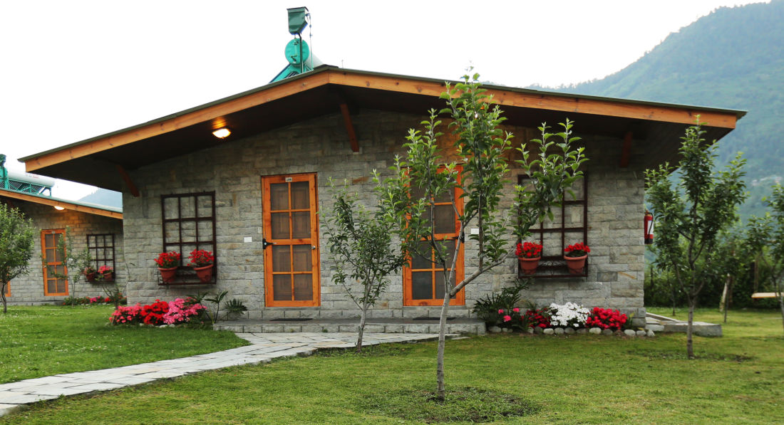 Facade of Larisa Mountain Resort in Manali - Hotels in Manali