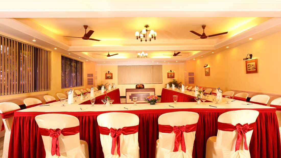 Executive Club at Hotel Reviera Suites Kochi 6