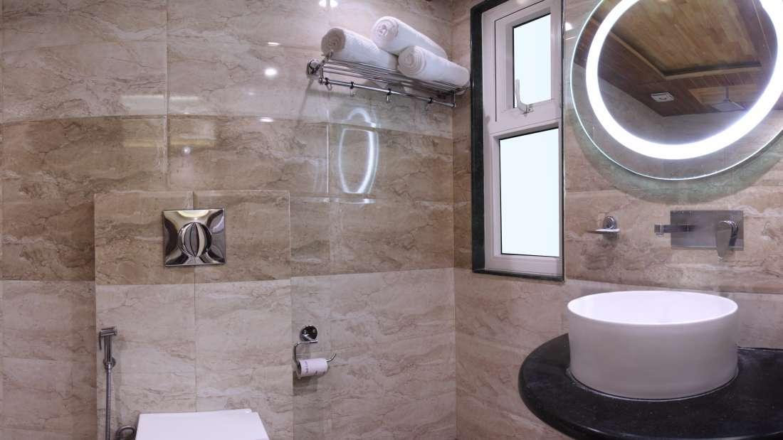 Hotel Hari Piorko - Paharganj, New Delhi New Delhi Executive Room New Wing Hotel Hari Piorko Paharganj New Delhi 6