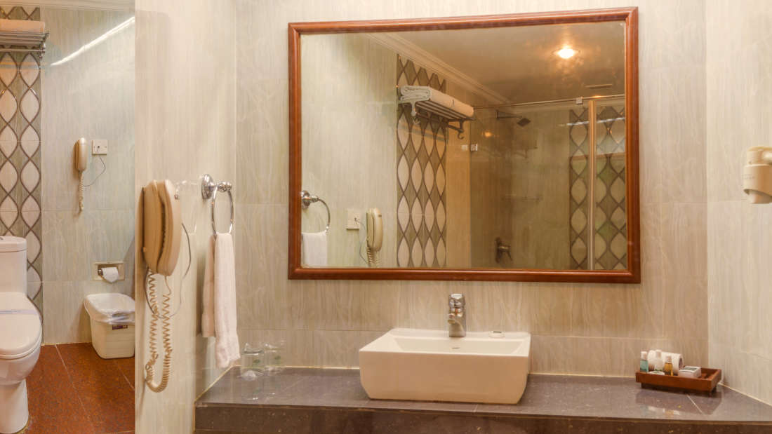 Hotel Annamalai International, Pondicherry Pondicherry Standard Room Bathroom Hotel Annamalai International Pondicherry