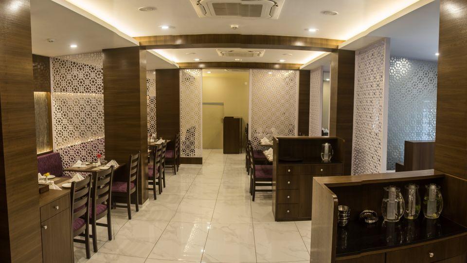 Crossroads Fine and Dine, Kamfotel Hotel Nashik, restaurant in Nashik 2