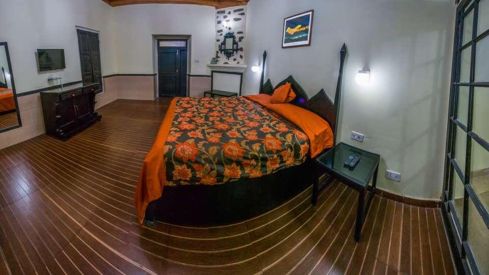 The Pavilion Hotel, Nainital Nainital Balcony Room The Pavilion Hotel Nainital 3