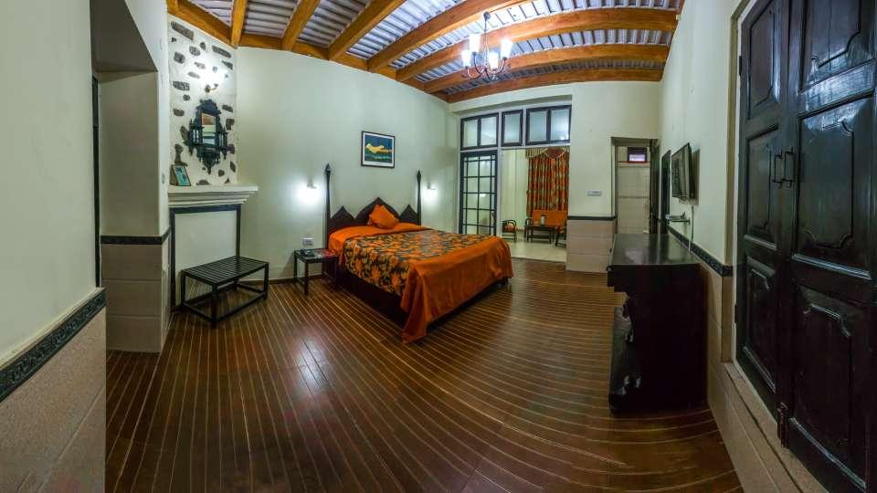 The Pavilion Hotel, Nainital Nainital Balcony Room The Pavilion Hotel Nainital 4