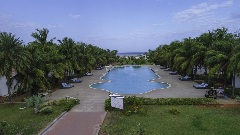 Chariot beach resorts chennai hotel in mahabalipuram - Beach resort in chennai with swimming pool ...