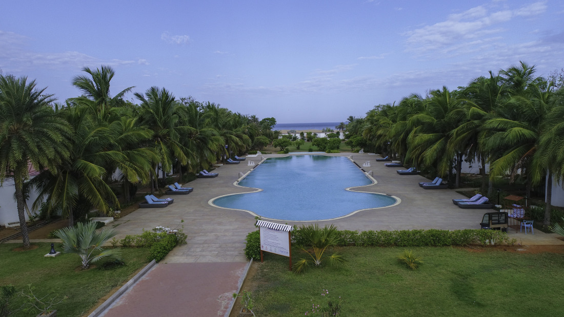 Swimming pool at Chariot Beach Resort in Mahabalipuram 2