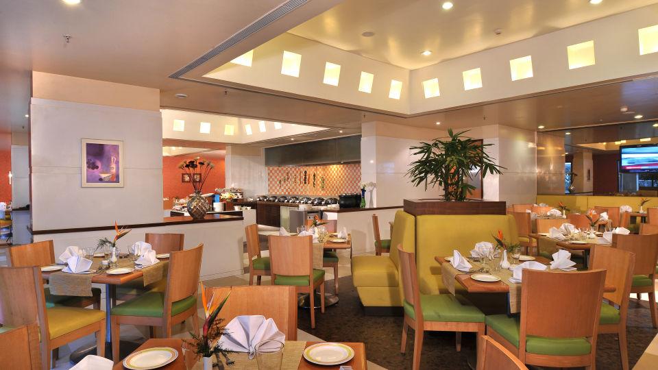Flavours restaurant - Hometel Chandigarh, best Restaurant in chandigarh