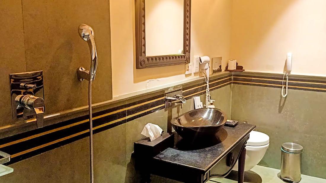 Presidential Suite 2nd Bathroom 1
