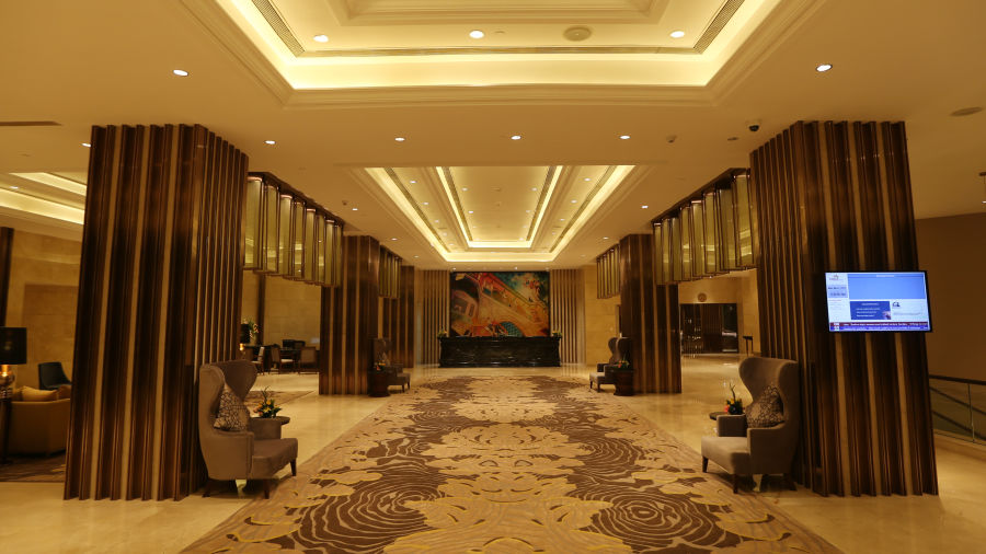Lobby front long - Final