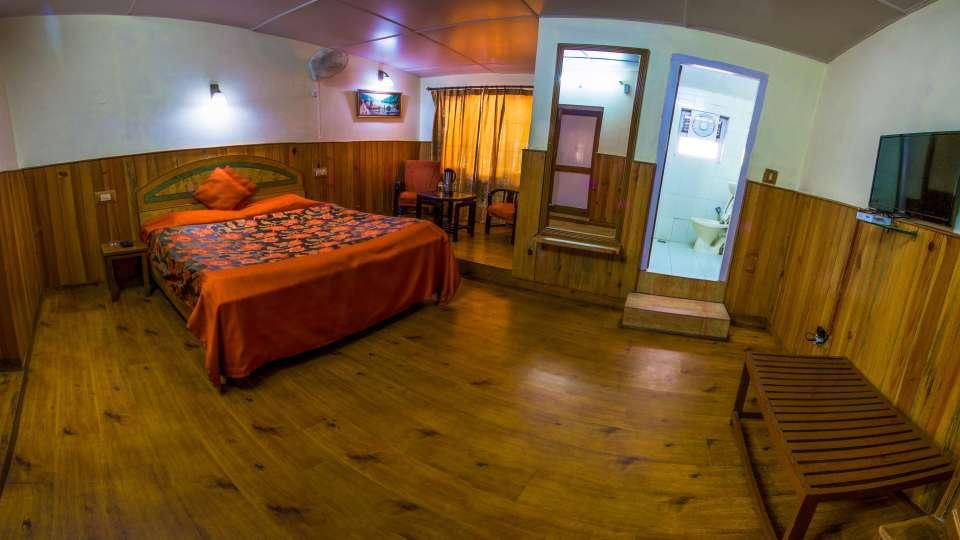 The Pavilion Hotel, Nainital Nainital Balcony Room The Pavilion Hotel Nainital 6
