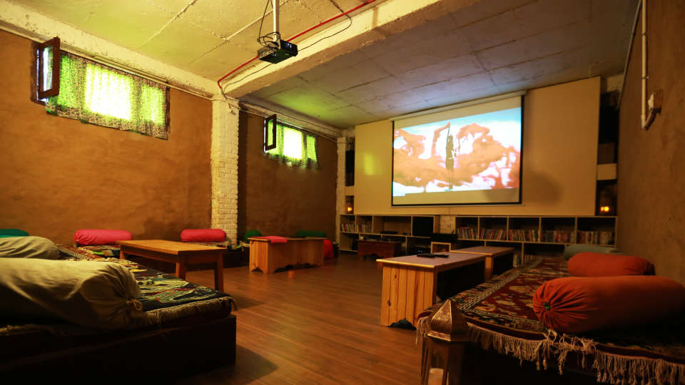 Audio Visual room LaRiSa Mountain Resort Manali - Hotels in Manali