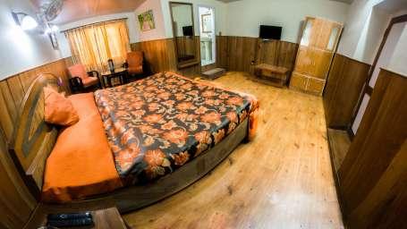 The Pavilion Hotel, Nainital Nainital Balcony Room The Pavilion Hotel Nainital 7