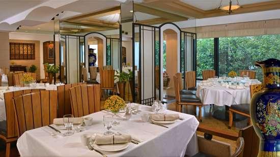 Restaurant Sarovar Hotels - Marine Plaza Mumbai 3