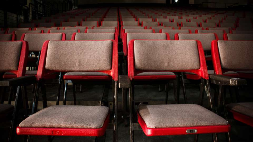 audience-auditorium-chairs-758976