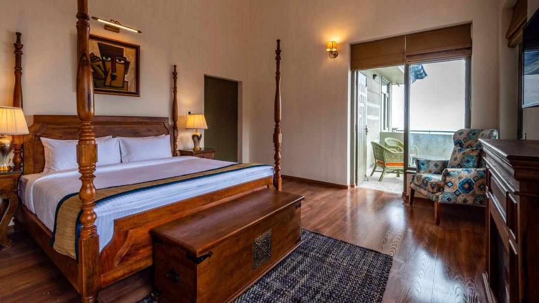 LARISA-Deluxe Room1