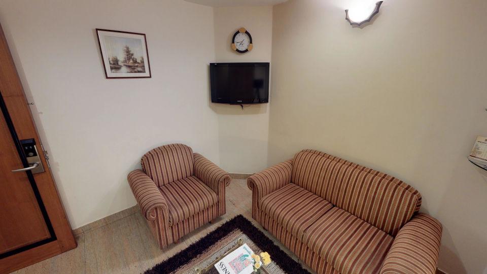 a79iyVdE649 - Suite Living area