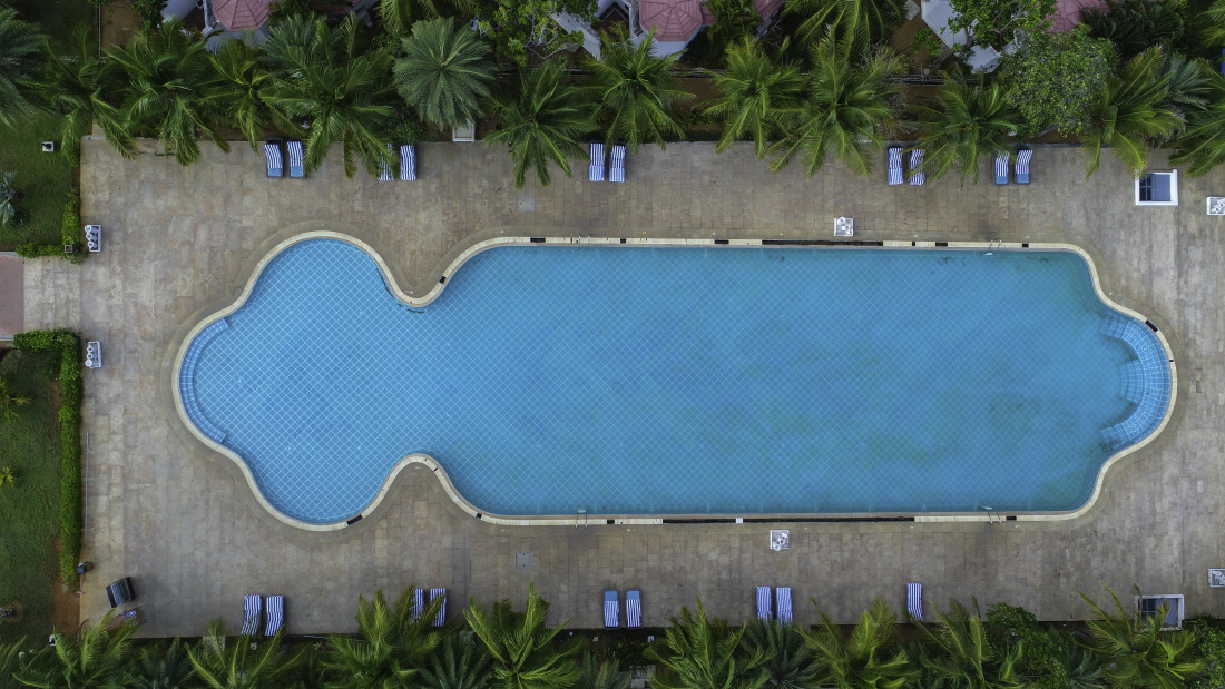 Swimming pool at Chariot Beach Resort in Mahabalipuram 3