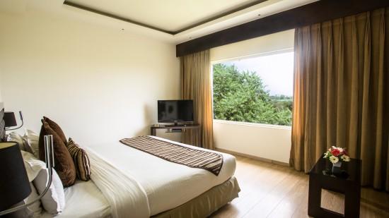 King Bed Superior Room at Hotel Saket 27 New Delhi 2