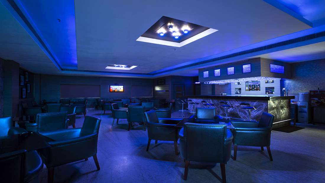 JP Hotel in Chennai Moonvine lounge bar
