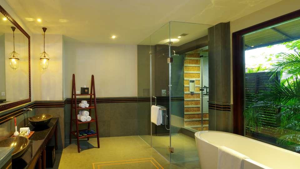 Premium Water-front Villa Bathroom Niraamaya Retreats Kumarakom