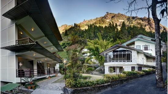 Facade at Summit Norling Resort 8